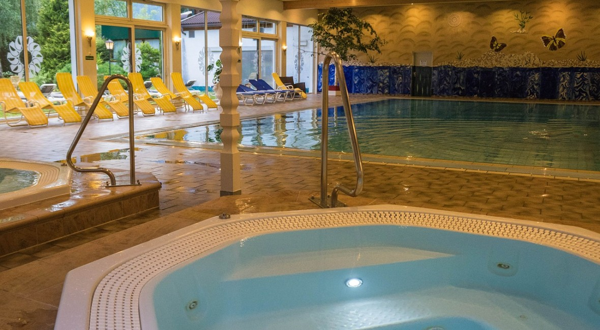 pool-410772_1280